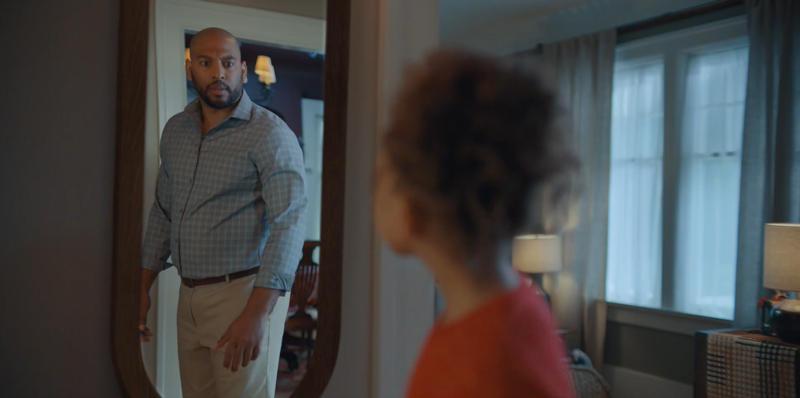 梅西百货圣诞广告:穿上爸爸的鞋子插图1